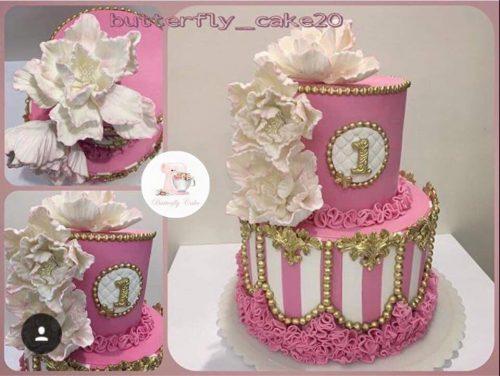 کیک با تاپینگ گلهای لیلیوم