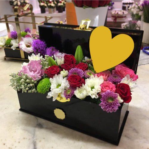 جعبه گل های رنگارنگ