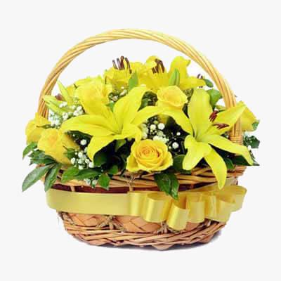 سبد رزهای زرد و لیلیوم